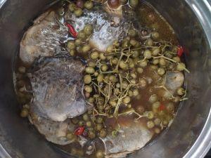 Cá nâu kho trái giác